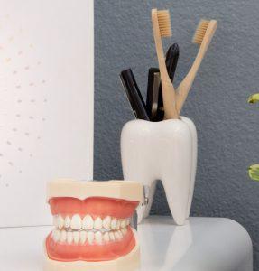 """מהם היתרונות והחסרונות בטיפולי שיניים בחו""""ל"""